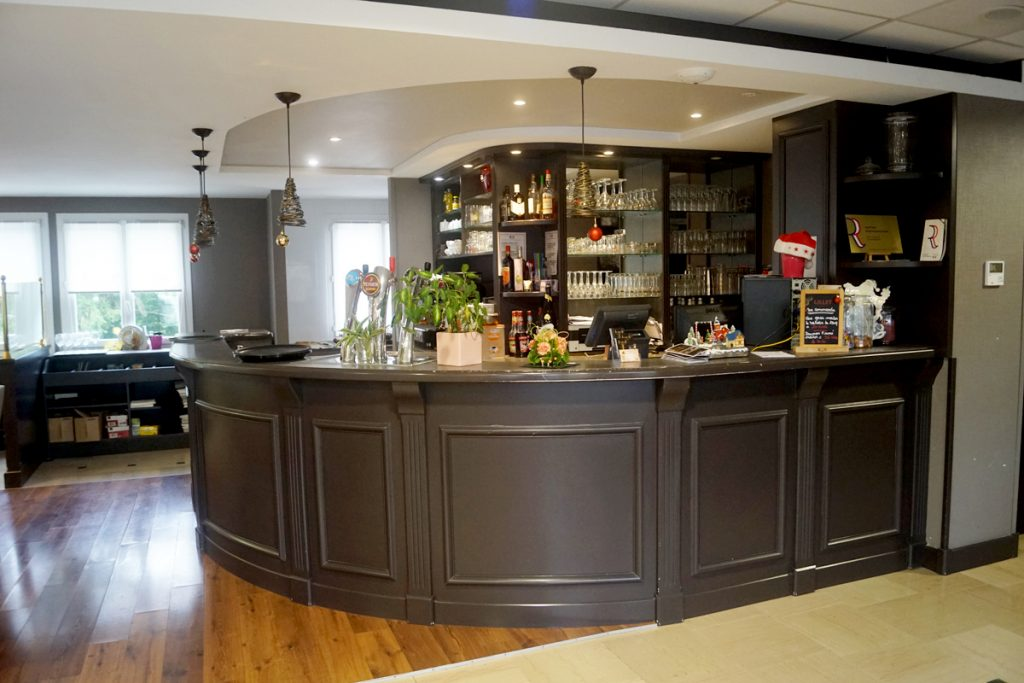 BISTROQUET-LUSIGNAN-RECEPTION-BAR (7)